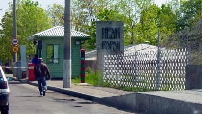 Ивангородский погранпункт: вместо мебели в грузовике была одежда