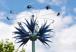 """В Нарве возле ДК """"Ругодив"""" установили скульптуру в честь столетия Эстонской Республики"""