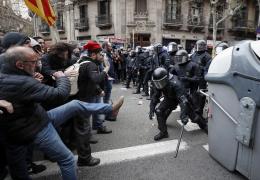 Барселона: в столкновениях получили травмы более 90 человек