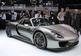 70-летняя американка купила самую дорогую модель Porsche для поездок в магазин