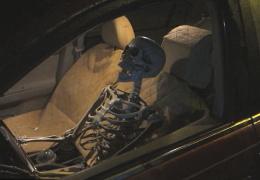 Прикол: Водитель - скелет