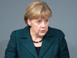 """Пресса оценила новую политику Меркель в отношении РФ: вместо """"локомотива"""" в ЕС - поддержка оппонентов"""