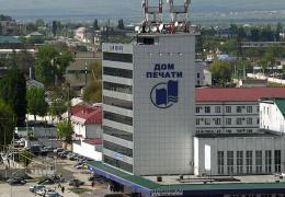 В центре Грозного боевики убили троих полицейских и захватили Дом печати, затем - школу