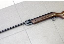 В Нарве пьяный мужчина угрожал двум мальчикам пневматическим ружьем