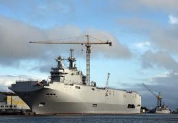 Российским морякам запретили доступ на вертолетоносец Mistral, который должны были передать ВМФ РФ