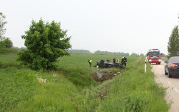 Нетрезвая 19-летняя девушка без прав попала в аварию в Ида-Вирумаа, трое в больнице