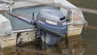 На Нарвском водохранилище при совершении маневров перевернулась моторная лодка