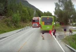Экстренное торможение грузовика