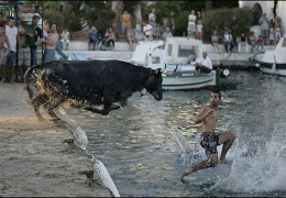 Мальчик бежал по воде как святой