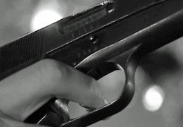 В Нарве задержали размахивавшего оружием водителя