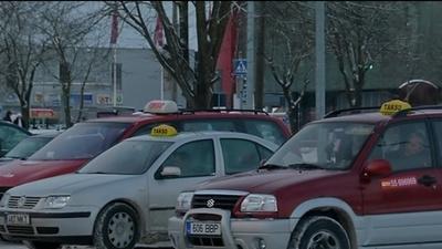 Экономическая комиссия Рийгикогу поддержала отказ от языковых требований к нарвским таксистам