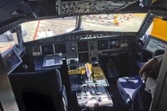 """Французские пилоты протестуют против правила """"двух человек в кабине"""""""