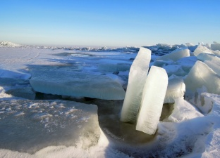 В Эстонии запрещен выход на лед водоемов