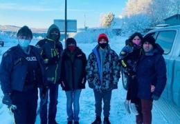 Мужчина проехал 1600 км в снежную бурю, чтобы отвезти незнакомцев на Аляску