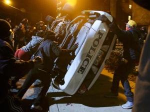 В Фергюсоне снова беспорядки: теперь арестовывать будут за отказ разойтись