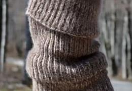 Этой зимой модно кутаться в огромный носок за 285 баксов