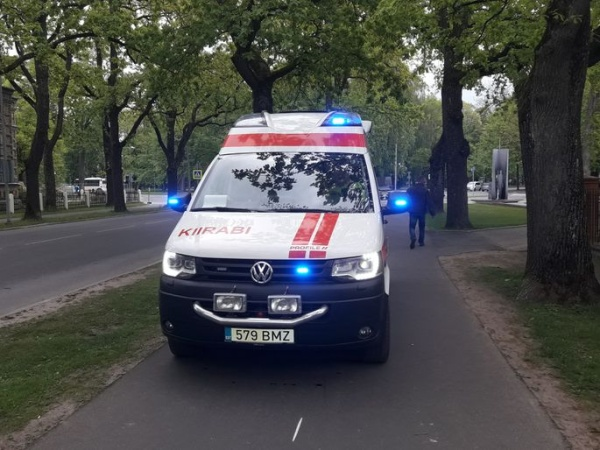 В Тартумаа столкнулись мотоцикл и автомобиль: погибли 17-летний юноша и 15-летняя девушка