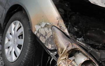 Из-за сгоревшего в Нарве автомобиля возбуждено уголовное дело