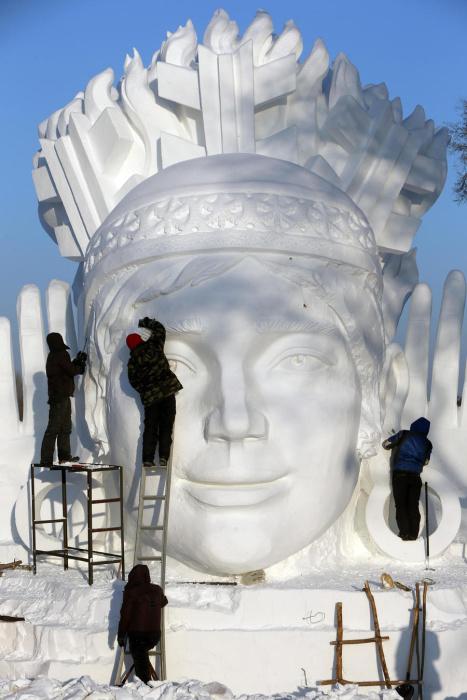 Подготовка к Международной выставке снежных скульптур