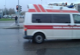 В Нарве 17-летний юноша попал под машину