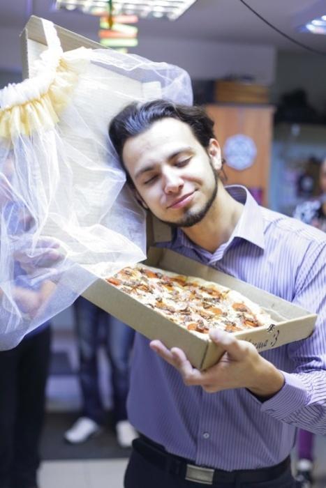 В Томске парень женился на пицце
