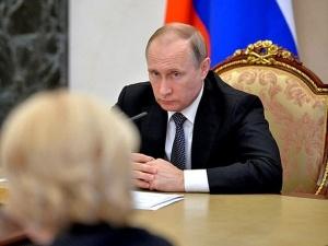 Путин продлил запрет на ввоз санкционных продуктов до 2018 года