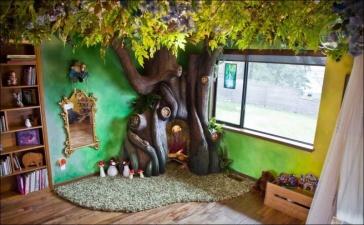 Папа построил сказочное дерево в комнате дочки