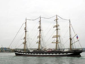 """Парусник """"Крузенштерн"""" протаранил два военных корабля в Исландии. ВИДЕО"""