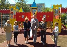 Город дарит детские площадки, но товарищества с ним так и не «играют»