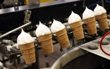 В жаркую погоду крупнейший в Эстонии завод по производству мороженого работает в три смены