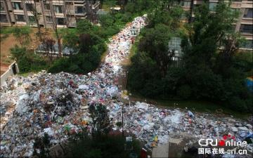 Горы мусора на улицах китайского города Сиань