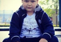 8-летнему сыну Рамзана Кадырова Адаму на День рождения подарили спорткар Mercedes-Benz SLS AMG