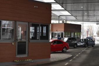 Катри Райк: министерство не планирует отменять плату за бронирование места в очереди на границе