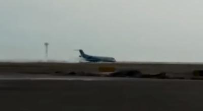 Посадка пассажирского самолета без переднего шасси