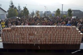 Китайские фермеры возвели стену из своих зарплат