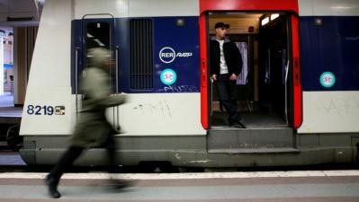 В Париже ребенок родился в электричке и получил бесплатный проездной на 25 лет