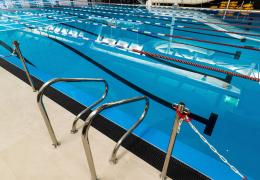 """Тренер по плаванию: соблюдать правило """"2+2"""" можно и в бассейне"""