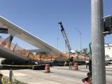 В Майами спустя пять дней после открытия обрушился пешеходный мост: шесть человек погибли
