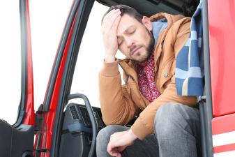 Усталый водитель грузовика едва не устроил несколько ДТП на шоссе Таллинн-Нарва