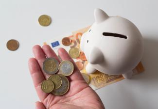 После звонков якобы из банка трое нарвитян лишились почти 10 000 евро