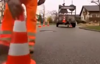 Как немцы ремонтируют просевшие на пару сантиметров люки