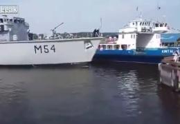 Литовские моряки рассмешили интернет неумелой «парковкой»