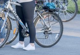 В Нарве велосипедистка попала под машину