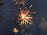В Нарве запустили первый праздничный фейерверк