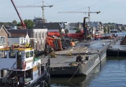 Два строительных крана упали на жилые дома в Нидерландах