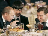 Владимир Путин вместе с первым вице-премьером Дмитрием Медведевым