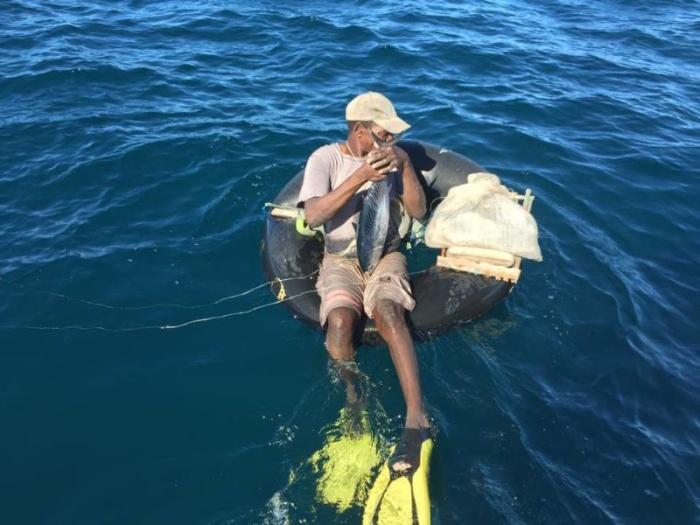Экстремальная рыбалка на резиновой камере