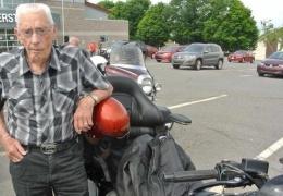 Возраст - это всего лишь цифра! 100-летний байкер из Канады всё еще в седле