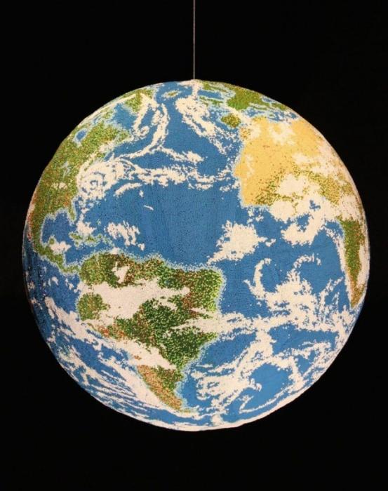 Макет нашей планеты, собранный из спичек
