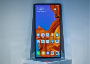 Не только Xiaomi: компания Huawei тоже работает над смартфоном с дизайном, как у «раскладушки» Motorola RAZR